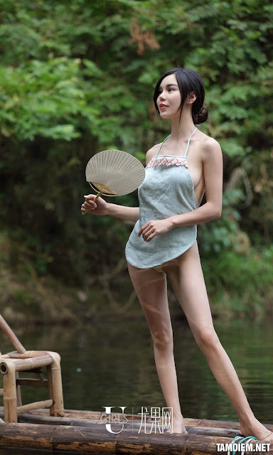 Hot girls Beautiful sexy girls bathing in the river 8