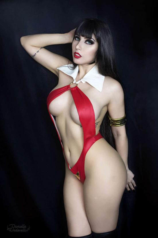 Danielle Vedovelli con su cosplay Vampirella