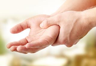 7 Mẹo nhỏ điều trị bệnh run tay đơn giản mà hiểu quả