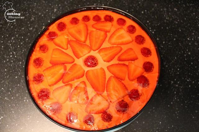 Proste ciasto z kremem, owocami i galaretką