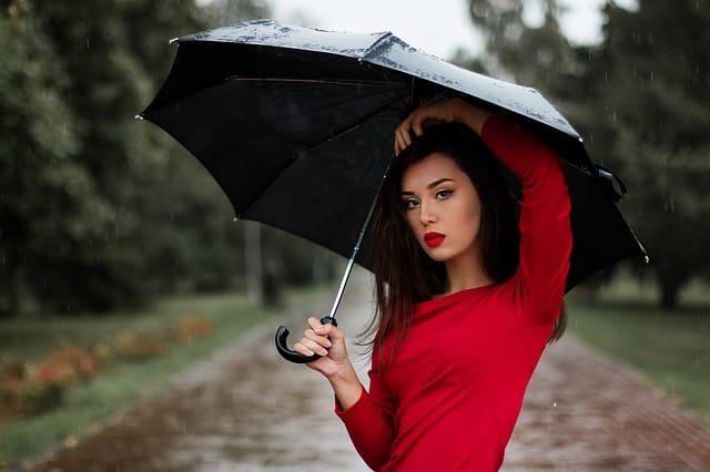 What should apply on face in monsoon, skincare tips for monsoon, Monsoon skin care tips,