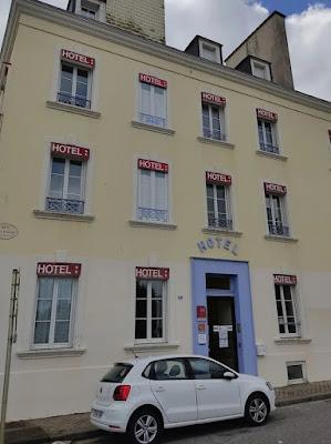 Gut ausgeschildertes Hotel lustig