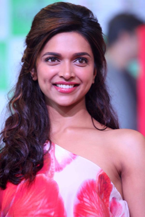 Deepika Padukone Big Teeth Show Photos