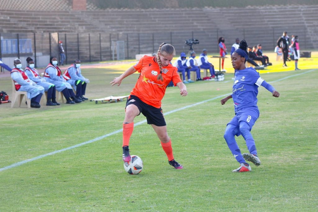 Jessica Wade in action for UJ Ladies
