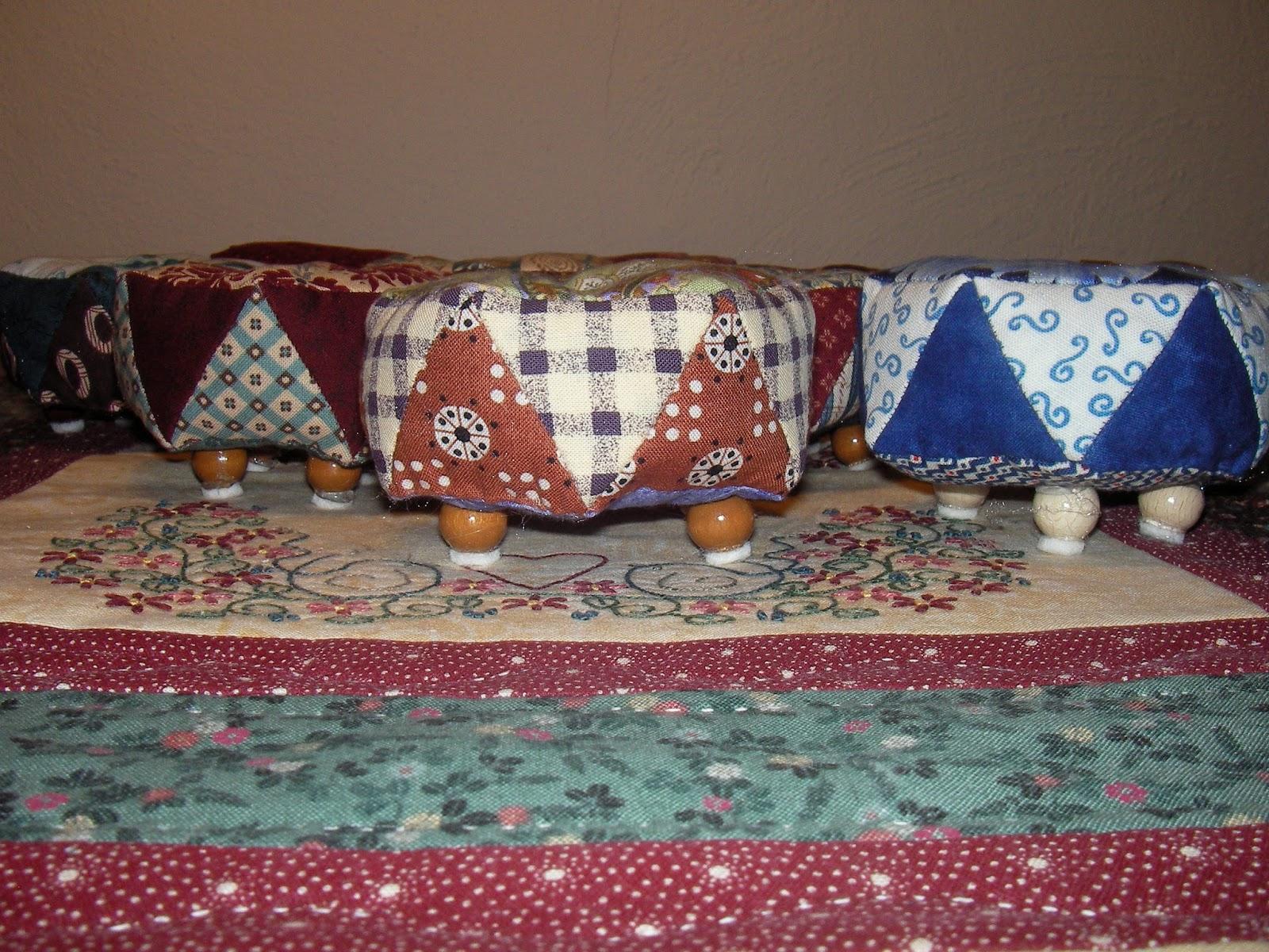 flickenstichlerei ottomane pincushion. Black Bedroom Furniture Sets. Home Design Ideas