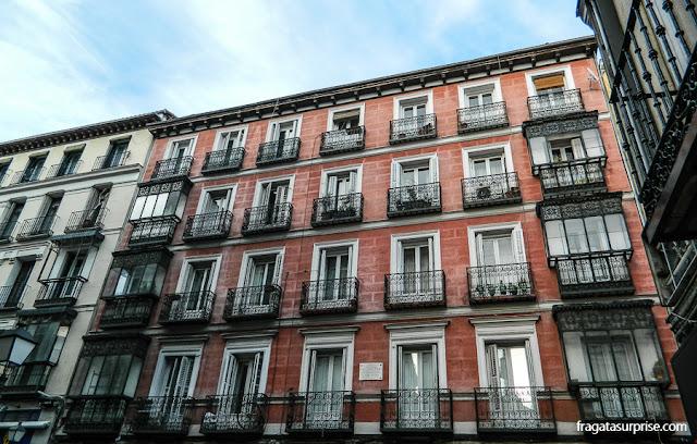fachada antiga no Bairro de Checa, Madri