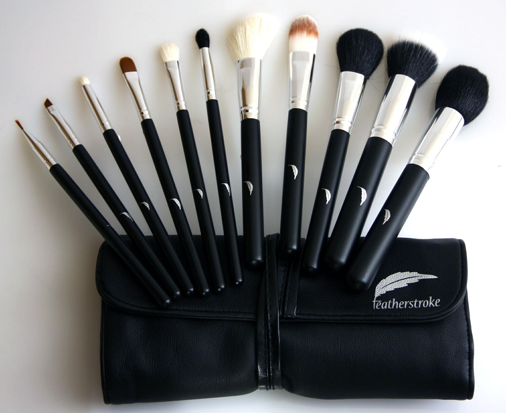 Jak czyścić pędzle do makijażu? Jak myć i przechowywać pędzle do makijażu, aby jak najdłużej nam posłużyły?