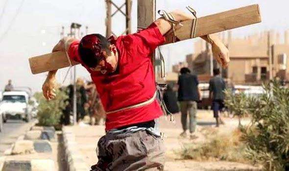 Το Ισλαμικό Κράτος σταυρώνει όποιον δεν τηρεί τη νηστεία στο Ραμαζάνι