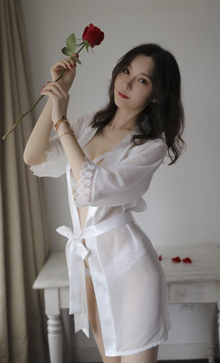 Áo choàng kèm bộ đồ lót hở ngực hở đáy sexy 7