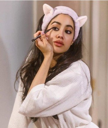Celebrity Photos: Jhanvi Kapoor celebrated her birthday in this style.