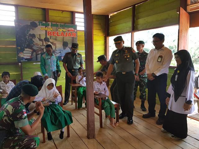 Waaster Kasad Kunjungi Sekolah Dasar Di Serambi Perbatasan