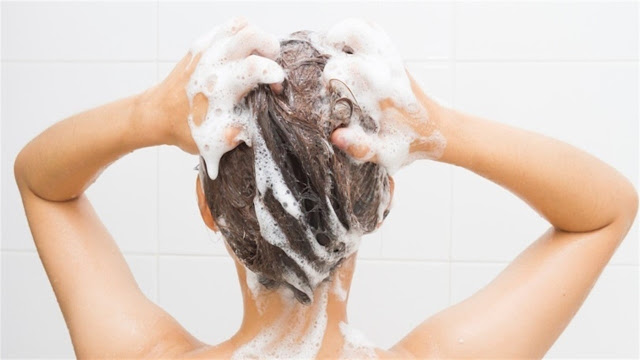Mira cómo debes lavarse el pelo correctamente en 5 fáciles pasos