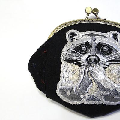 Женский кошелек с вышивкой: енот. Черный хлопок, фермуар 12 см. Авторская работа, единственный экземпляр. Доставка почтой или курьером