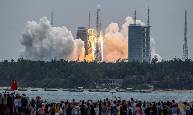 إقتراب سقوط حطام الصاروخ الصيني