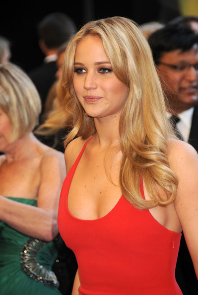 jennifer lawrence sexy dress in 2011 oscars 02