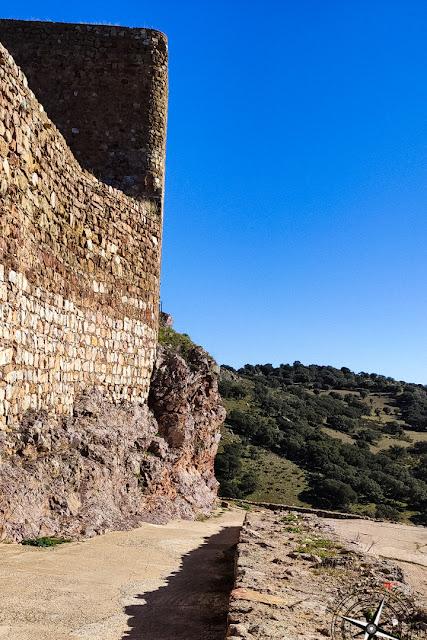 Interior del castillo de Montizón - Sección muros