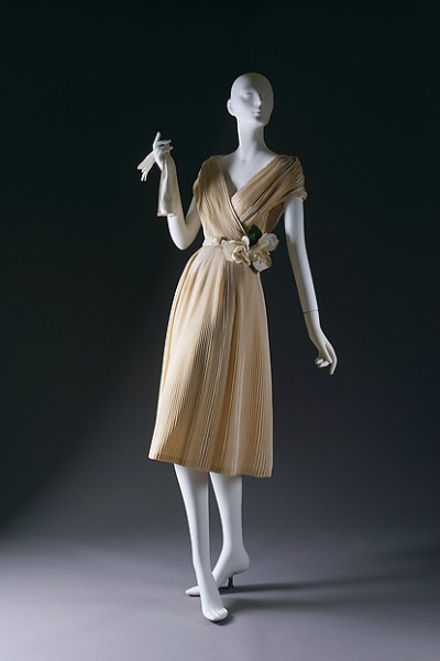 Christian Dior bodice and skirt design from 1951 name Partie Fine displayed on mannequin