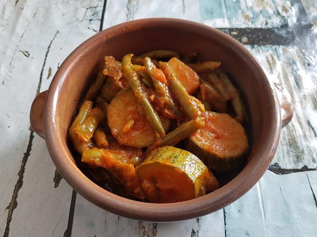 Fasolka w oliwie i czerwonym sosie