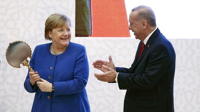 Αντί για την παραπομπή της Τουρκίας στα διεθνή δικαστήρια, η Ευρώπη ξεπουλιέται, όπως οι ιθαγενείς, για ένα καθρεφτάκι