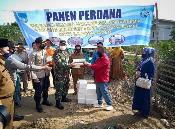 Dandim 0104/Atim Hadiri Panen Perdana Budidaya Udang Vaname di Kota Langsa