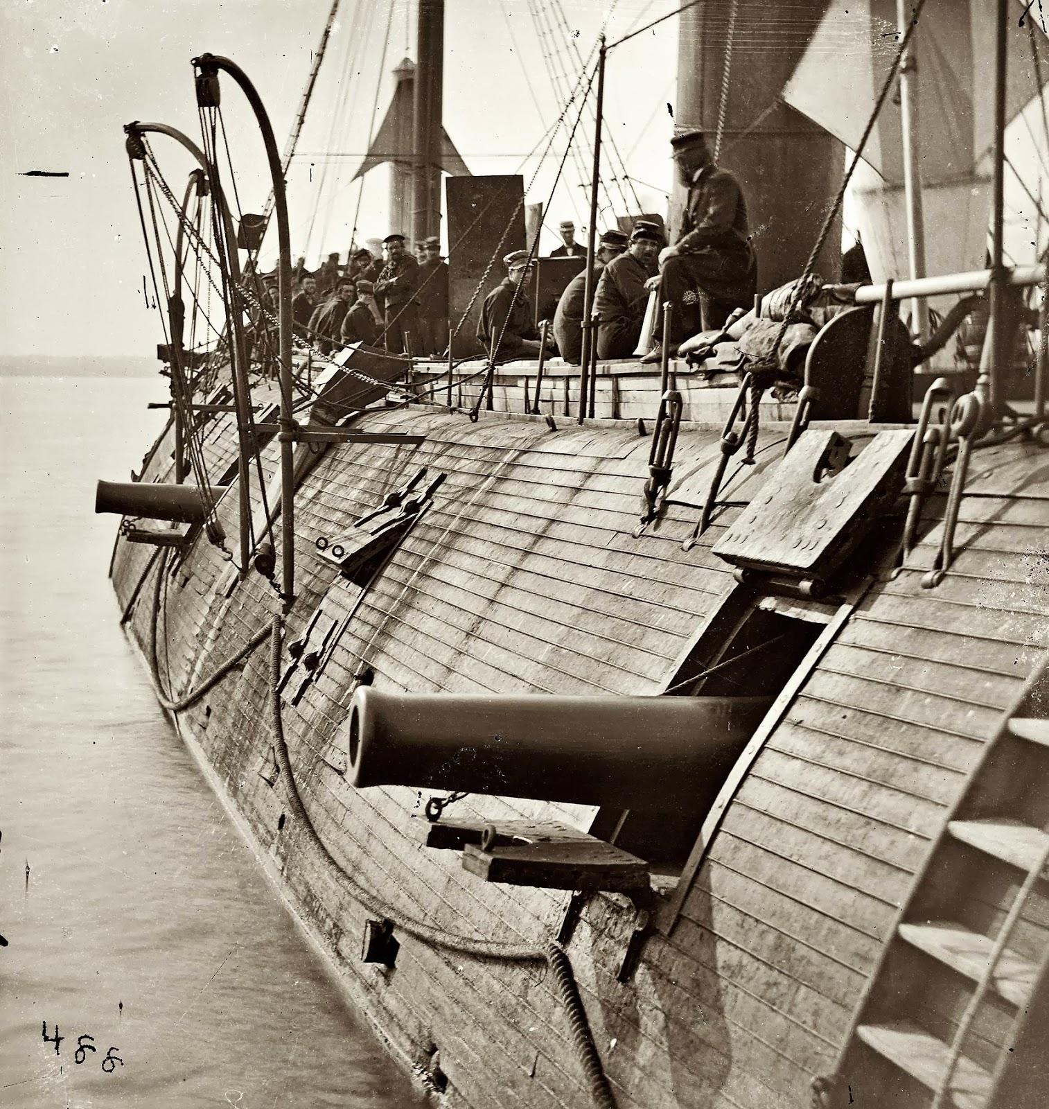 El acorazado federal USS Galena muestra algunos daños de batalla, 1862
