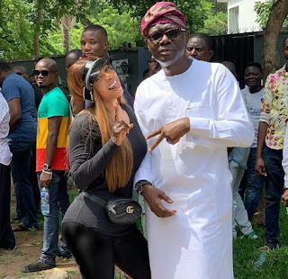 Popular OAP Toke Makinwa pictured With Lagos Governorship Aspirant Sanwo olu During Voting Exercise