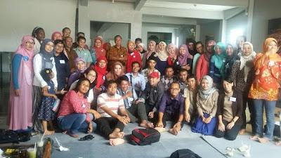 Dosen, mahasiswa perpustakaan dan pustakawan dari berbagai generasi