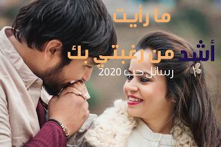 كلام جميل للأزواج على صورة رجل يقبل يد زوجته ويبتسم وهو ينظر الى عينها بشكل رومانسي جميل