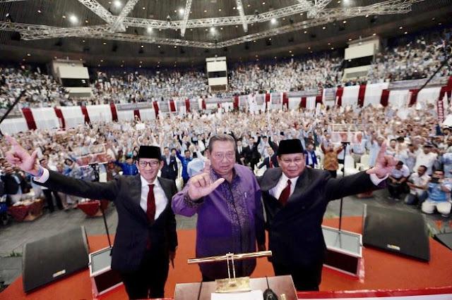 Ketika Prabowo dan SBY Satu Panggung Acungkan Dua Jari
