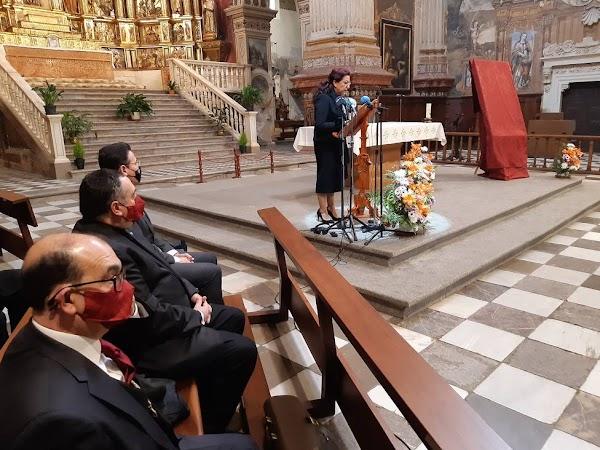 """Así defiende su obra la autora del polémico cartel de la Semana Santa de Granada: """"Me quiero morir"""""""