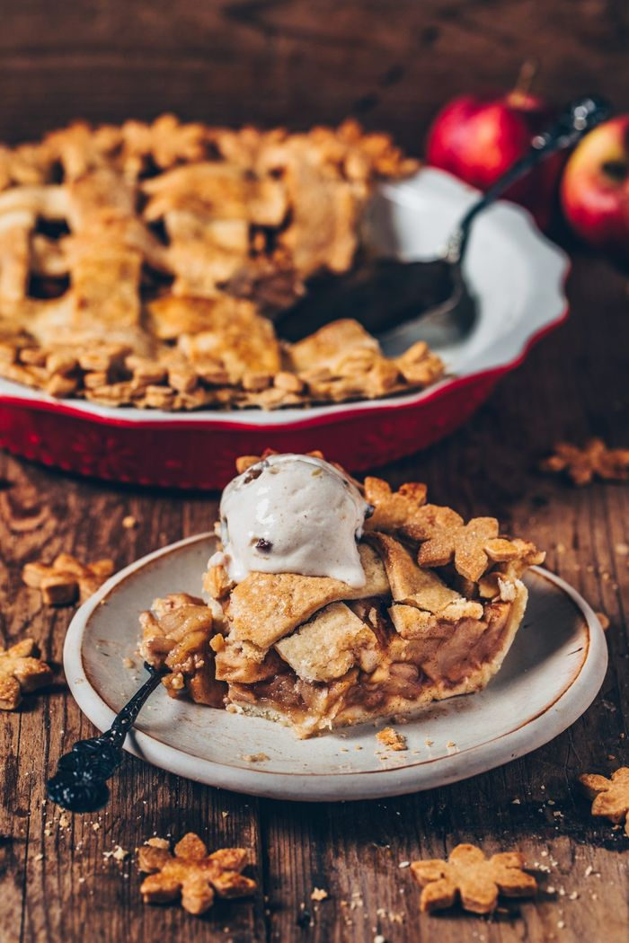 Vegan Apple Pie. Need more recipes? 20 Tasty And Nourishing, Yet Quick Vegan Breakfast Recipes Ideas vegan breakfast weightloss | vegan breakfast protein | vegan breakfast healthy easy | vegan breakfast recipe #breakfast #vegan #veganideas #tasty