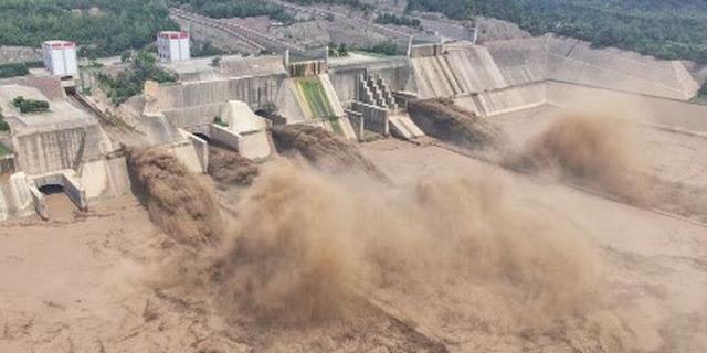 Guarda: Due dighe nella Mongolia interna della Cina crollano dopo una forte pioggia