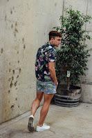 Look Masculino com Short Curto Estampado Praia Tendência Masculina Verão 2019