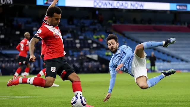 Manchester City midfielder tries to block Ryan Bertrand's cross