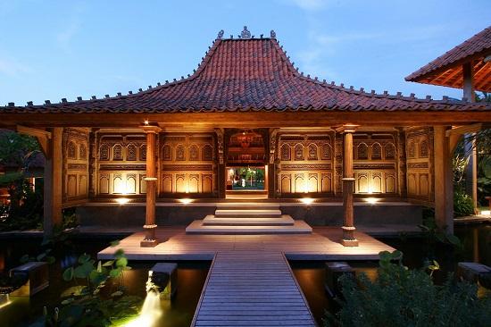 Rumah tradisional adat berbahan murni kusen kayu