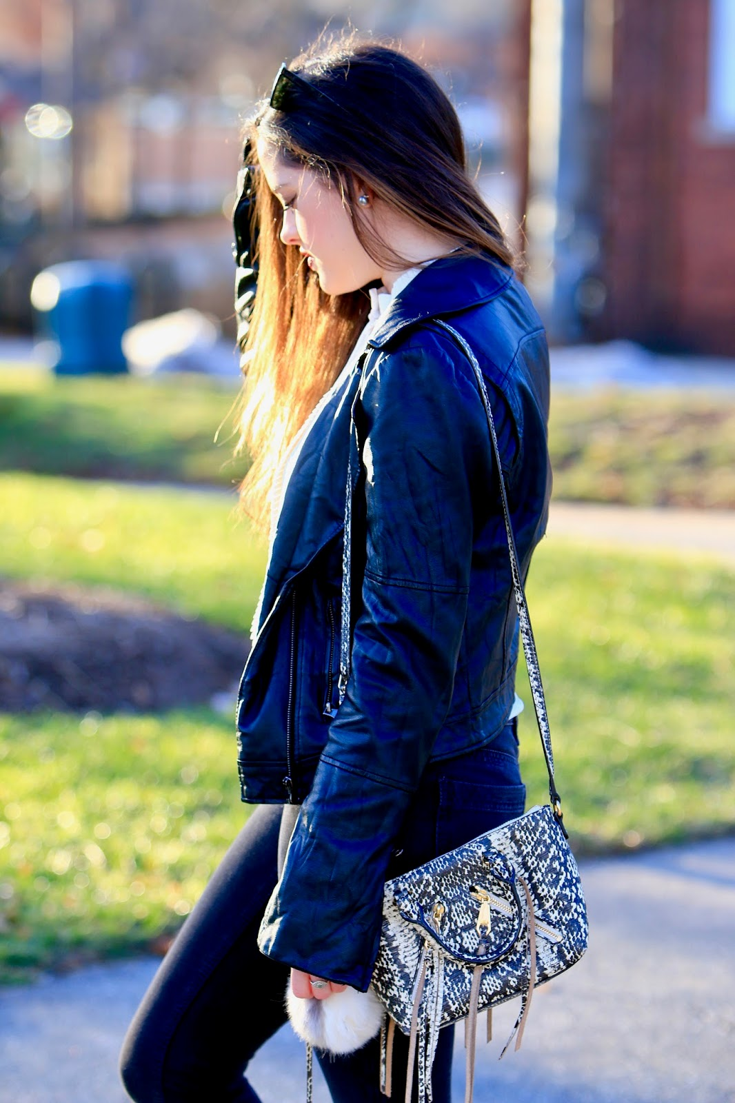 fashion blogger snakeskin bag