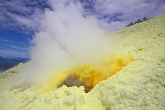 7. Gunung Berapi Sinabung, Indonesia