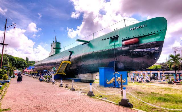 Munumen Kapal Selam Surabaya KRI Pasopati