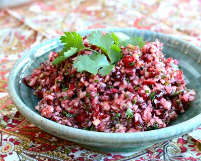 Cranberry Salsa ♥ KitchenParade.com, raw cranberries plus an explosion of seasonal flavors for a Christmas salsa vibe. Weight Watchers Friendly. Vegan. Gluten Free.