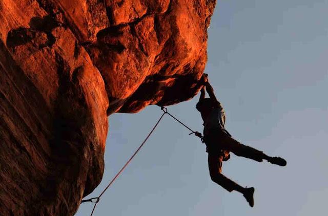 Gambar Bouldering Dalam Panjat Tebing