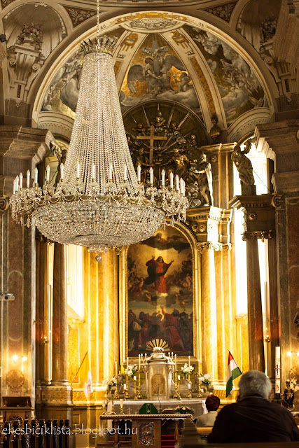 A csongrádi Nagyboldogasszony-templom kristálycsillára és Tiziano Assunta másolata