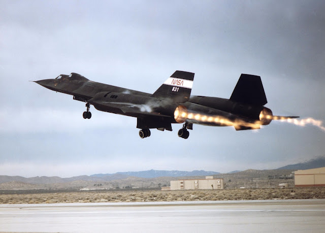 lockheed sr-71 blackbird of nasa
