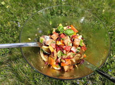 Sommerlicher Brotsalat, toskanisch angehaucht
