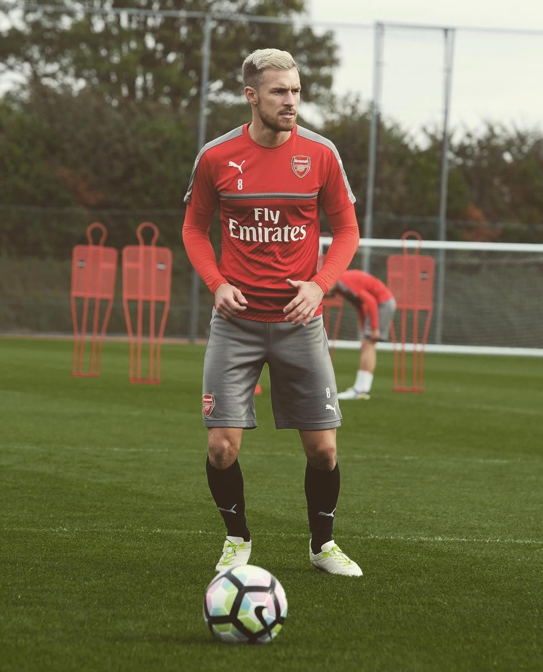 Aaron Ramsey Shows f Unique New Balance Boots Footy Headlines