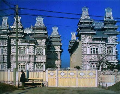 http://archirama.muratorplus.pl/architektura/palacyki-wiezyczki-kolumienki-cyganska-architektura,67_136.html