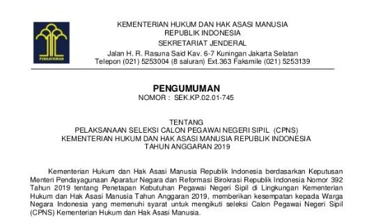 Kuduskerja.com - Kemenkum HAM pada seleksi CPNS 2019 ini membuka 4.598 lowongan CPNS 2019. Lowongan paling banyak untuk mengisi posisi penjaga tahanan (sipir). Demikian yang disampaikan Sekretaris Jenderal Kemenkum HAM melalui pengumuman nomor SEK.KP.02.01-745.  Pada posisi penjaga tahanan ada lowongan CPNS 2019 sejumlah 2.875 yang dibuka pada tahun ini. Dengan alokasi rincian 2.497 untuk penjaga tahanan pria dan 277 untuk wanita, 91 pria Papua-Papu Barat dan 10 untuk wanita Papua-Papu Barat.  Putra atau Putri Papua dan Papua Barat yang dimaksud ini adalah pelamar yang memiliki garis keturunan asli Papua, jadi mempunyai Bapak/Ibu asli Papua. Hal tersebut harus dibuktikan dengan surat keterangan dari Kepala Desa/ Kepala Suku bahwa pelamar memiliki orang tua asli Papua atau Papua Barat.  Selain lowongan sebagai penjaga tahanan yang paling banyak dan bisa untuk yang berijazah SMA, ada formasi selanjutnya yang lumayan banyak untuk lulusan SMA yaitu Pemeriksa Keimigrasian Pelaksana/Pemula, dibuka lowongan CPNS 2019 sebanyak 657 orang. Posisi ini dengan rincian 528 untuk pelamar pria, 60 pelamar wanita, 61 pelamar pria dari Papua dan Papua Barat, dan 8 pelamar wanita dari Papua dan Papua Barat.  Selain kedua formasi diatas, ada juga formasi dengan posisi Pembimbing Kemasyarakatan Ahli Pertama untuk 291 orang. Formasi ini diperuntukkan kepada 262 pria/wanita, dan 29 orang predikat cumlaude sarjana Psikologi, Ilmu Politik, Ekonomi dan Sosiologi.  Pendafatran CPNS 2019 ini dibuka tanggal 11-25 November 2019 pada portal SSCASN.BKN.GO.ID