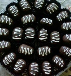 Cemilan Buah Kurma Saat Ramadan: Resep Kurma Coklat Isi Kacang Mede