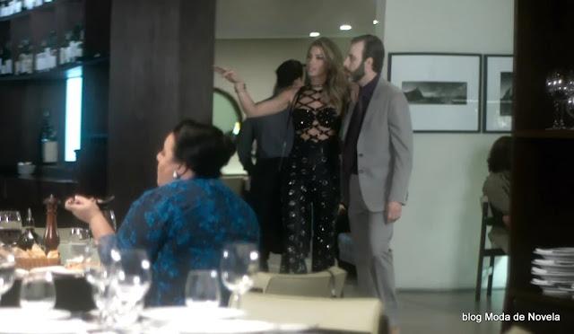 2 fotos do look da Luciane dia 25 de novembro na novela A Lei do Amor