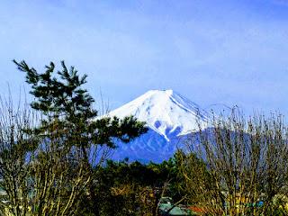 高速から捉えた富士山