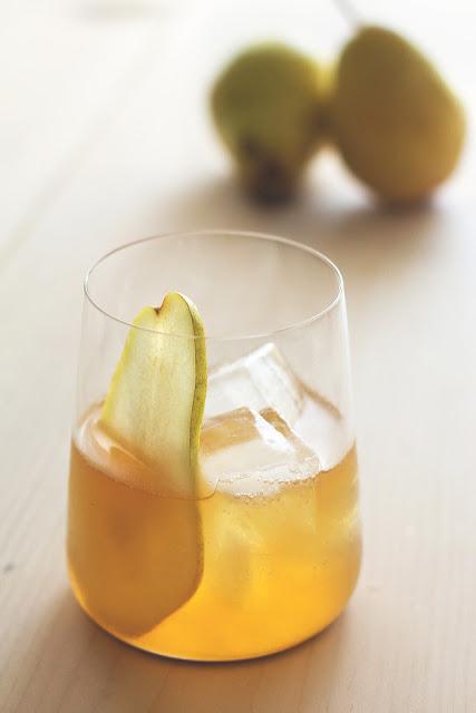 Blog Beau Monde- Pumpkin Pie Bourbon Cocktail-via HonestlyYUM